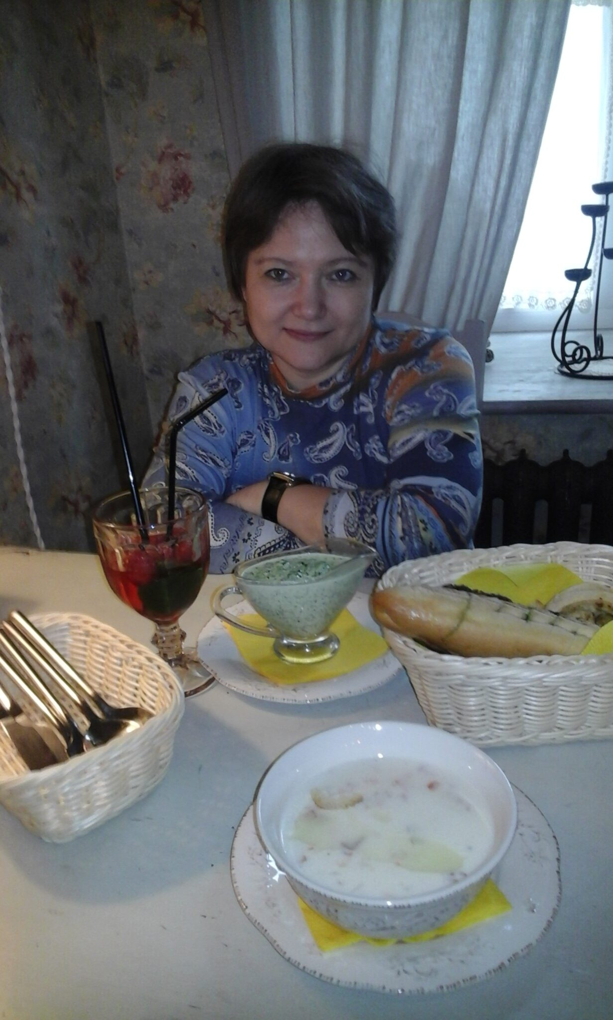 Багет паштет и желтый плед